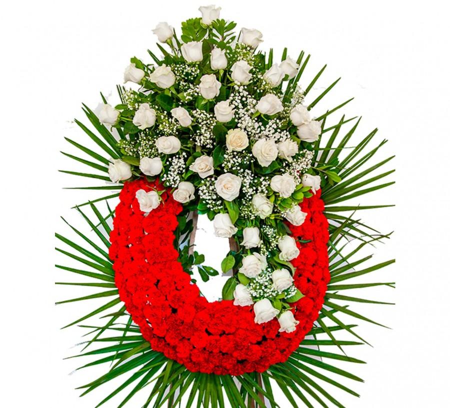 Corona de claveles rojos y rosas blancas
